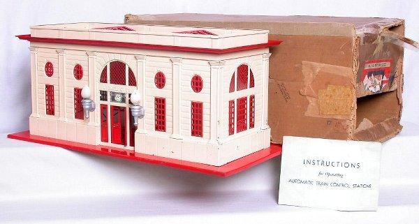 421: Lionel 116 double prewar station in box