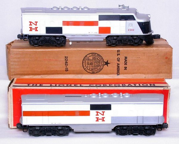 441: Unrun Lionel 2242 New Haven F3 AB in boxes