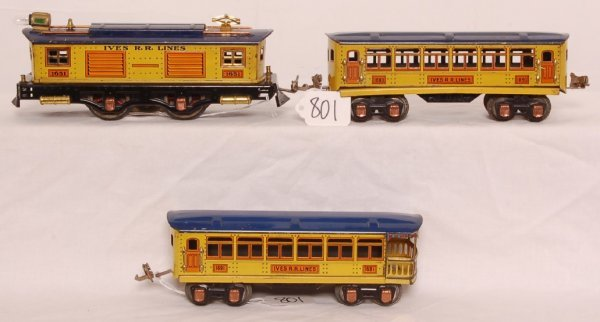801: Unusual blue and yellow Lionel Ives 1651 set