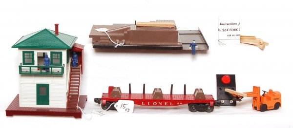 15: Lionel 264 forklift, 6264 and 445 signal tower