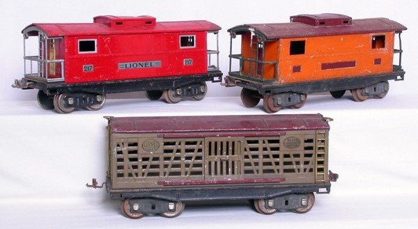21: Lionel SG 217 red and orange cabooses, 213 stock