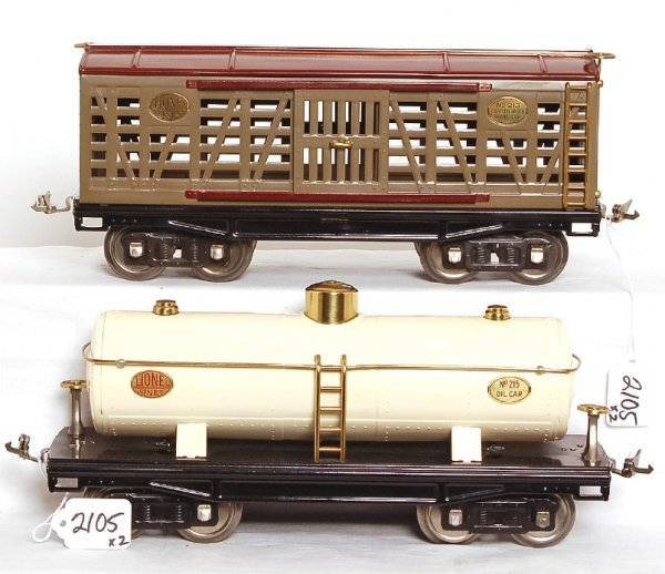 2105: Lionel Classics 213 stock car and 215 tank car