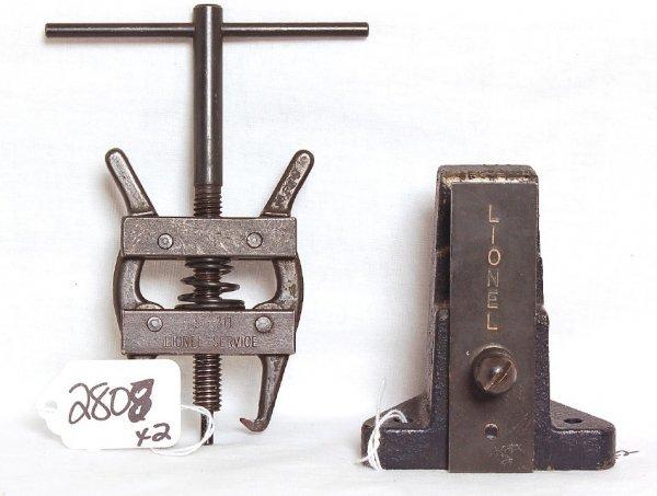 2808: Lionel dealer service ST378 vise, ST311 puller