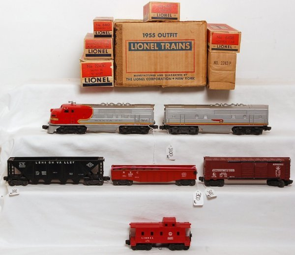 3100: Lionel 1535W boxed 2243 Santa Fe F3 set