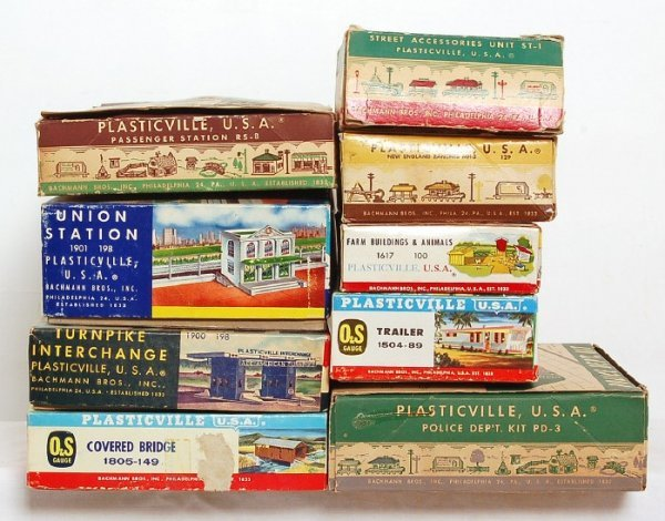 18: Eight Plasticville kits in OB, ST-1, MH-2,PD-3