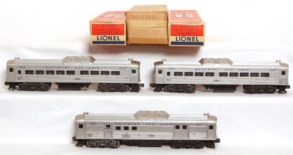 806: Two Lionel 2559 and 404 BUDD RDC cars OB