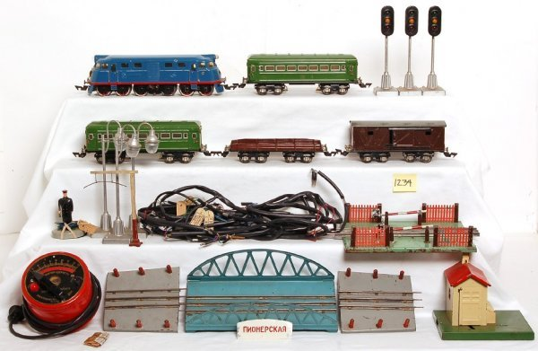 1234: Russian diesel train set in wooden box, complete?