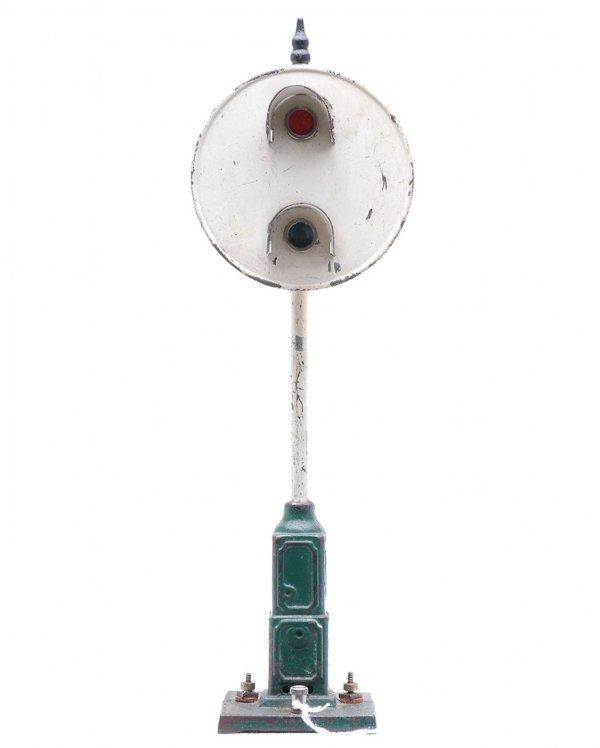 818: Ives 331 Target Signal Green Base White Pole