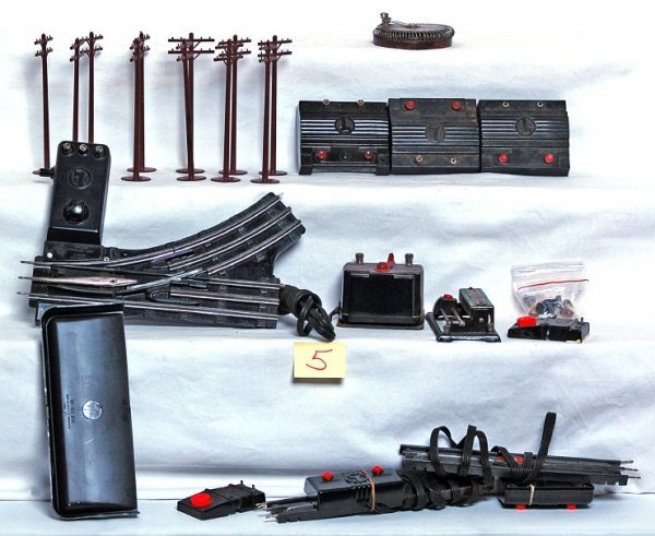 5: Flat of Lionel postwar accessories and more