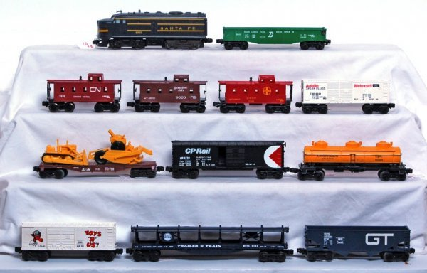 10: Lionel 8022 S.F. Alco and eleven freight cars