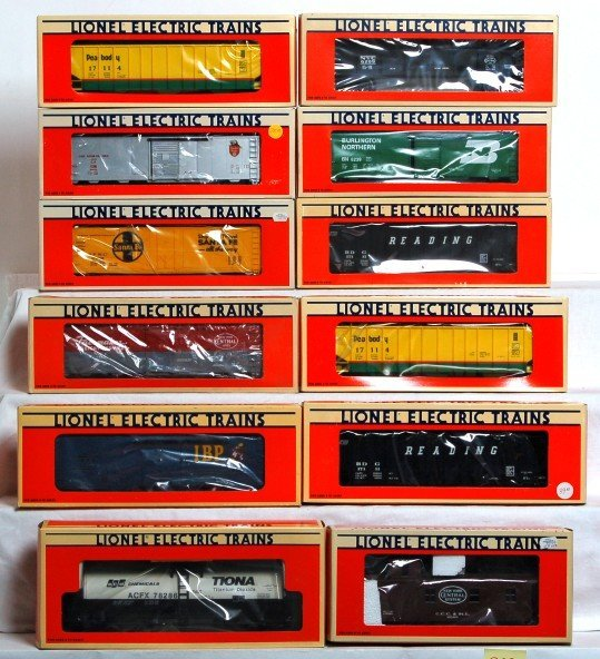 822: Twelve Lionel freight cars in OB