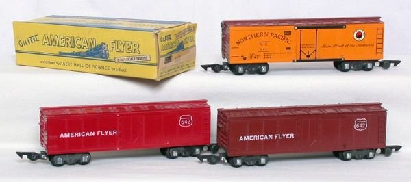 1002: American Flyer 642 brown, 642 red, 647 NP reefers