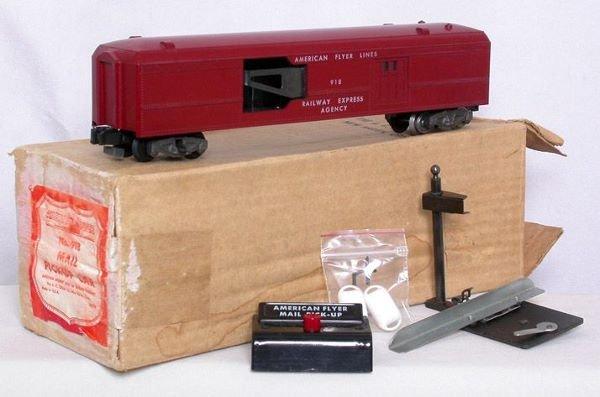1004: American Flyer 918 mail car, hook, bags, OB.
