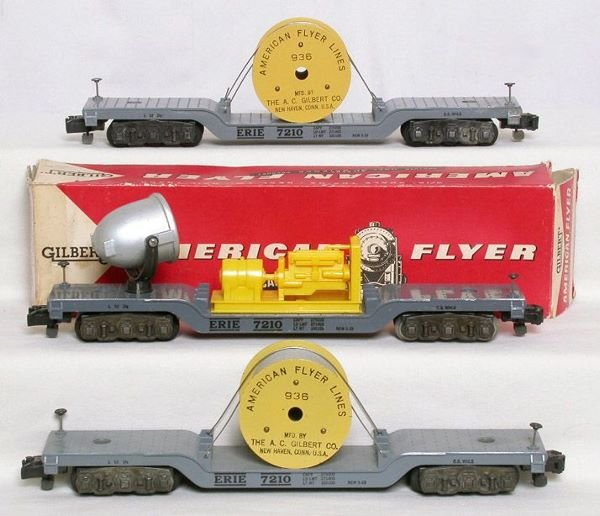 1014: American Flyer 946 floodlight, two 936 cable reel