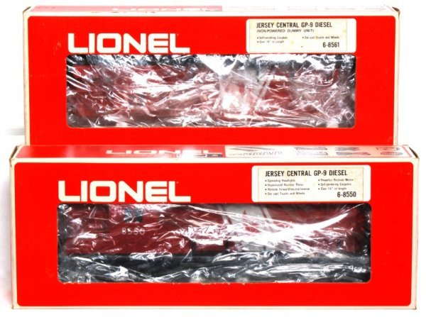 11: Lionel 8550 and 8561 Jersey Central GP-9 diesels