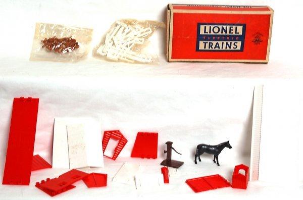 847: Lionel 957 farm building and animal set, OB