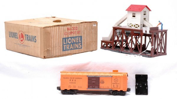 623: Lionel 352 Ice Depot Station Boxed