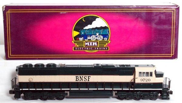 10: MTH 20-2154-1 BNSF EMD SD-70 MAC diesel in OB
