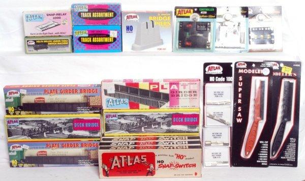 4: Large lot of Atlas HO track, bridges, switches...
