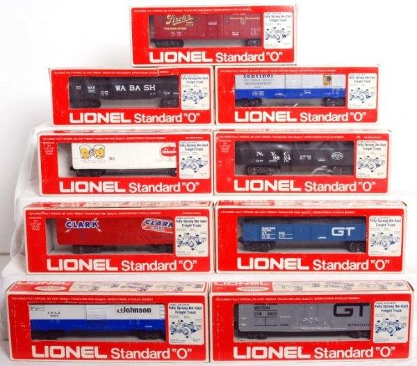19: Lot of 9 Lionel rolling stock