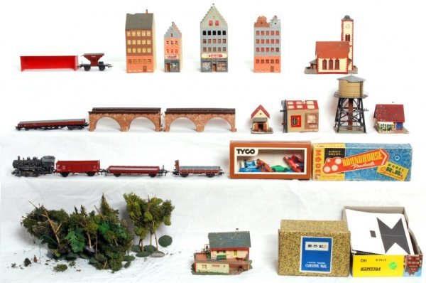 701: HO scale toy train items, Marklin freight cars...