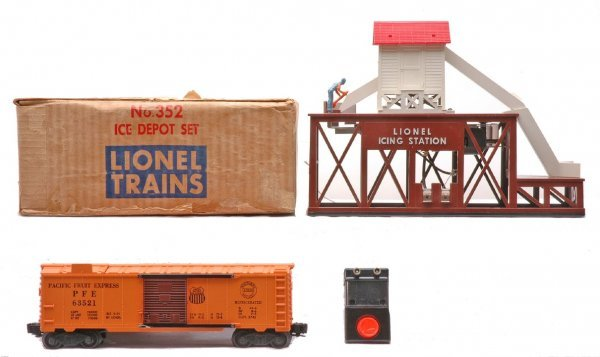 613: Lionel 352 Ice Depot Set w/Reefer LIKE NEW OB