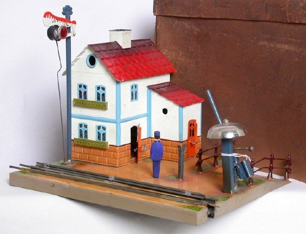 911: Early Marklin crossing with house in the box