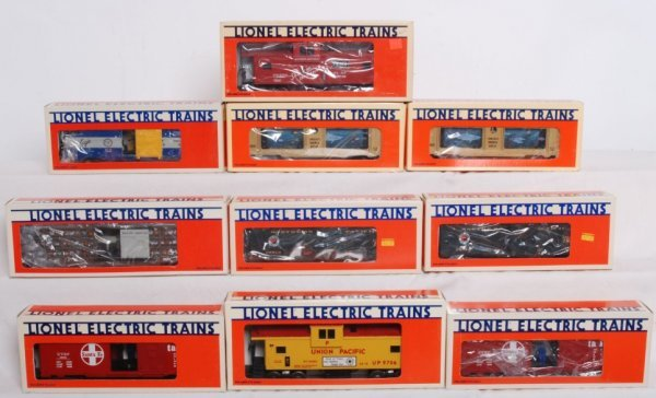 3: Lot of 10 Lionel operating cars and cabooses