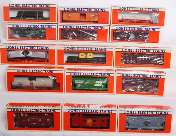 6: Lot of 15 Lionel rolling stock