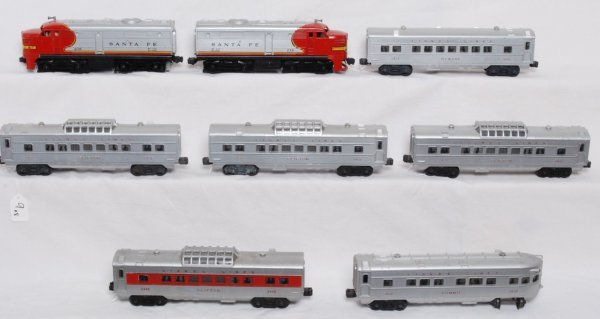 9: Lionel 218 S.F. Alco A units w/six passenger cars