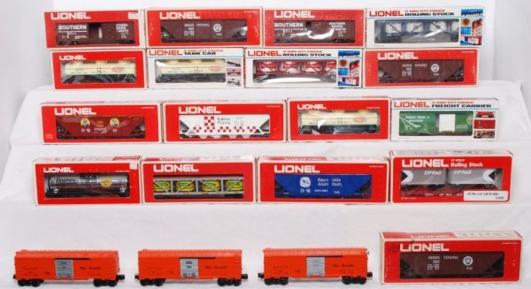 10: Lot of 20 Lionel cars