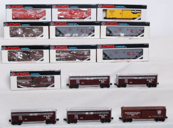 13: Lot of 15 Lionel rolling stock