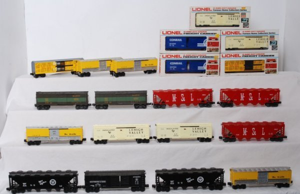 17: Lot of 20 Lionel rolling stock
