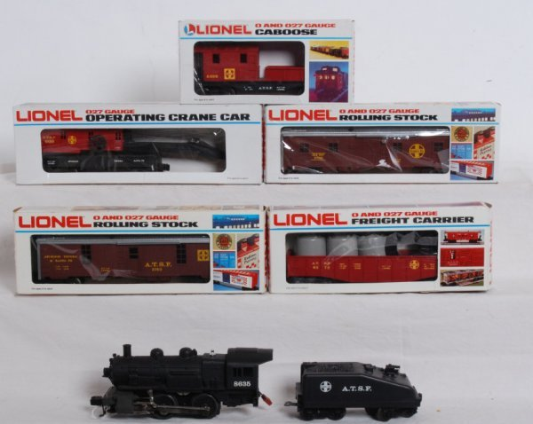 18: Lionel Santa Fe work train, service station