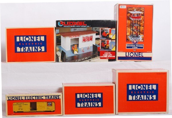 11: 5 Lionel acc. 192R, Ice station, Drum loader Etc.
