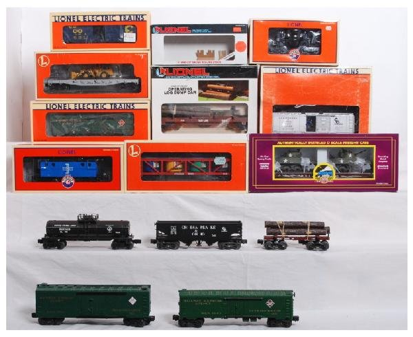 21: Mixed lot of 12 Lionel and MTH cars
