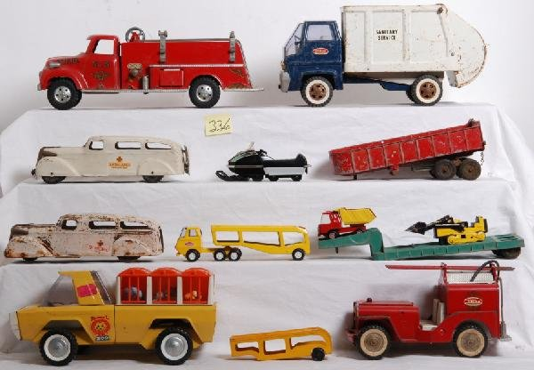 336: Lot of pressed steel toy vehicles, trucks