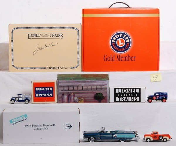 14: Lot of Lionel and Eastwood automobilla