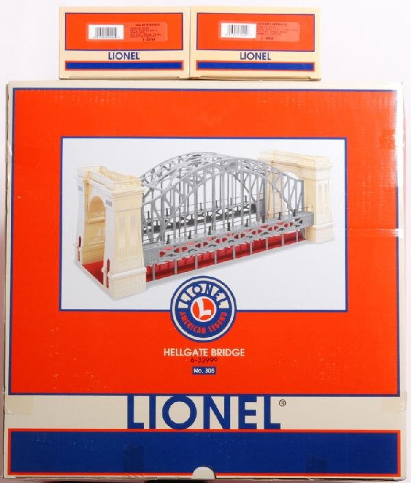 22: Lionel 32999 Hell Gate bridge and boxcars