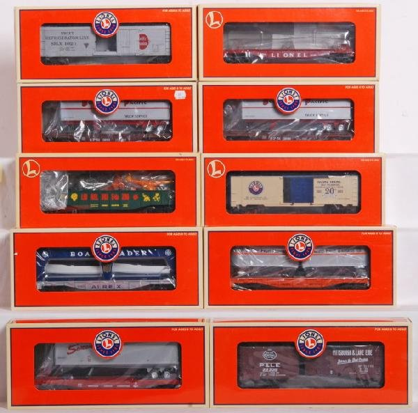 93: Lionel 10 modern freight cars NYC, SP, Etc.