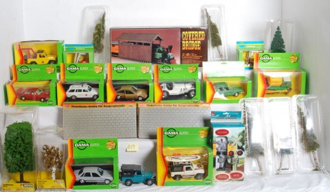 819: G scale cars, accessories, trees, etc.
