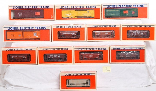5: 12 Lionel ore / reefers PRR, Soo, Erie, Etc.