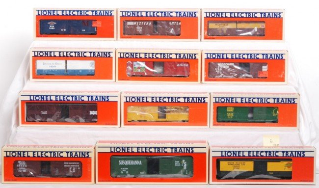 6: 12 Lionel boxcars and reefers, 19502, 9470, etc.