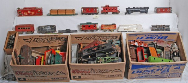 19: Very large lot of Lionel, Ives, American Flyer...