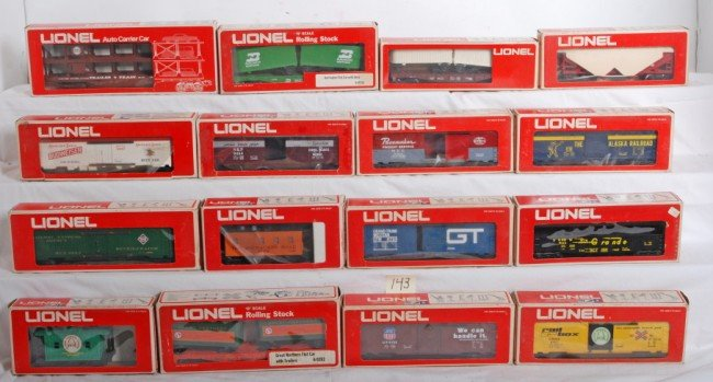 143: 32 Lionel MPC freight cars