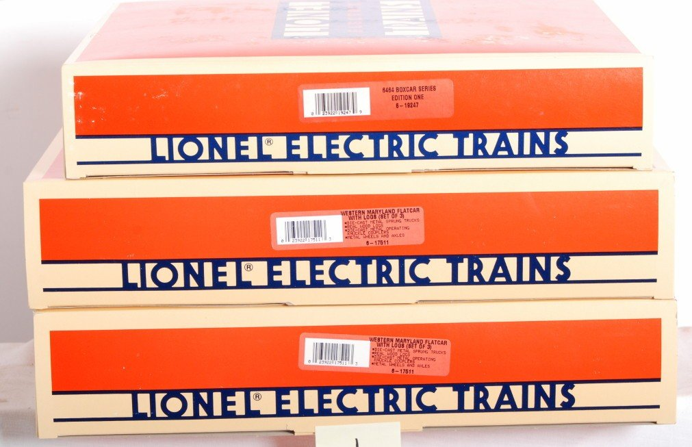 1: 10 Lionel log cars and 6464 boxcars 19247 17511