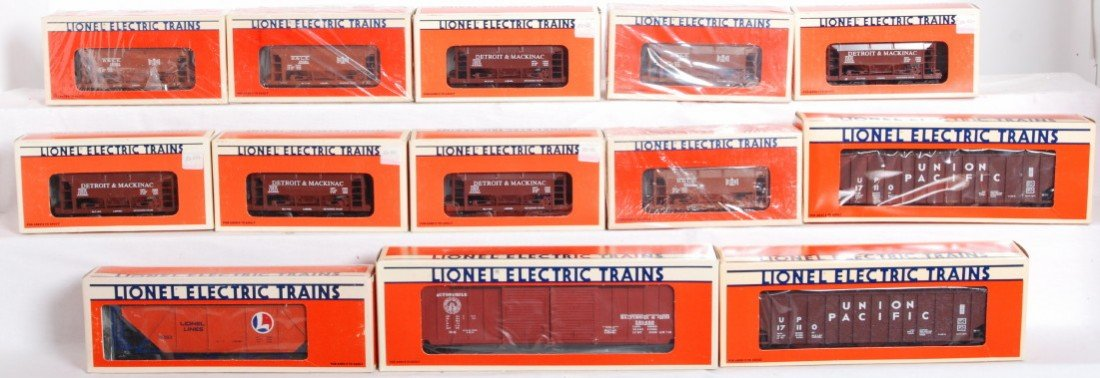 2: 21 Lionel freight cars 19321, 17209, 19303