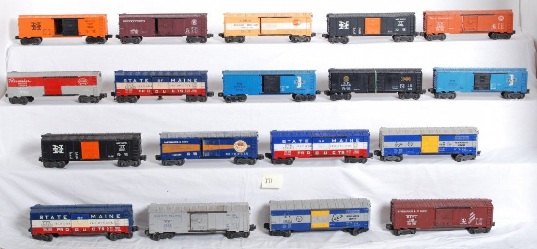 811: Eighteen postwar Lionel O gauge boxcars