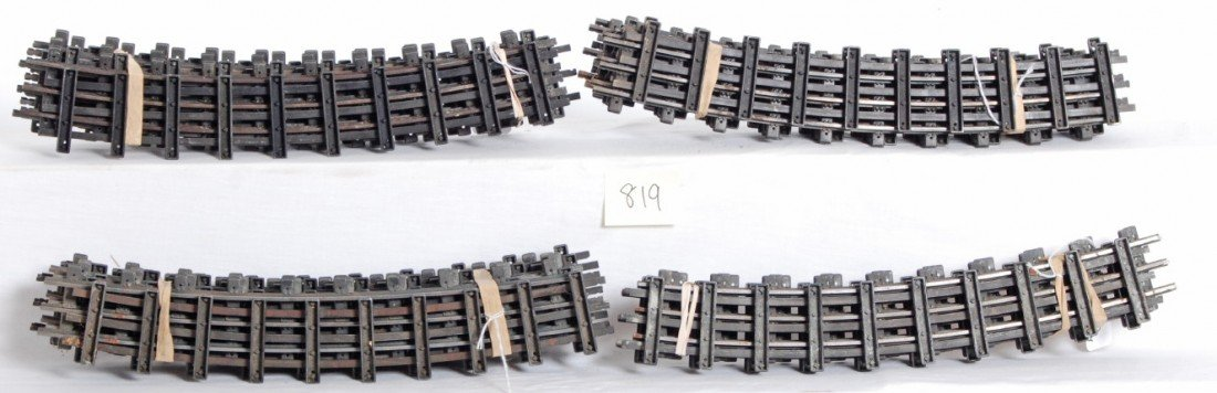 820: Thirty-six curved sections No. 771 of Lionel T-Rai