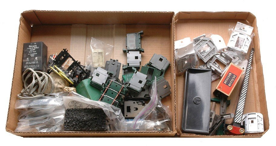 13: Large Selection of Lionel and Am Flyer Parts